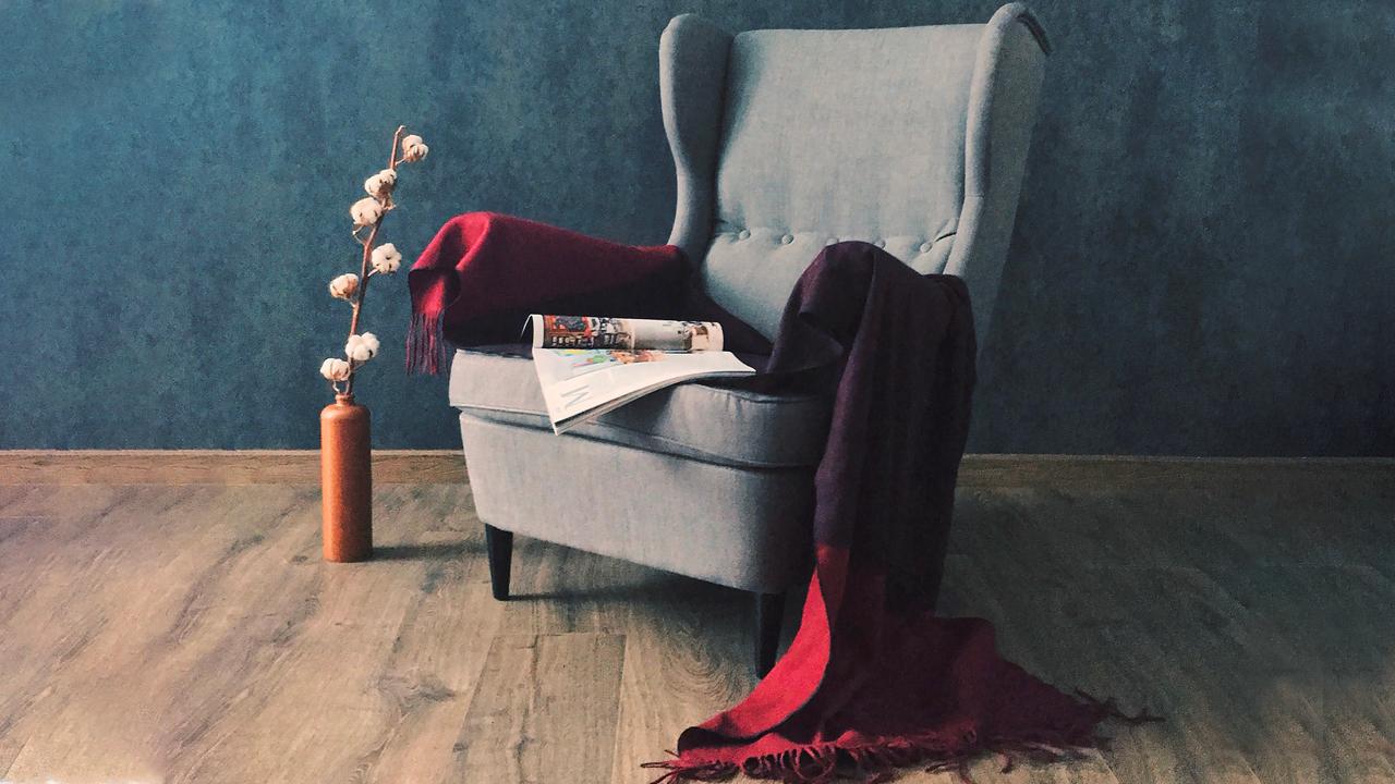 fauteuil-echarpe-rouge